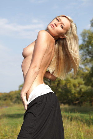 The Exhibitionist FHG Chantal